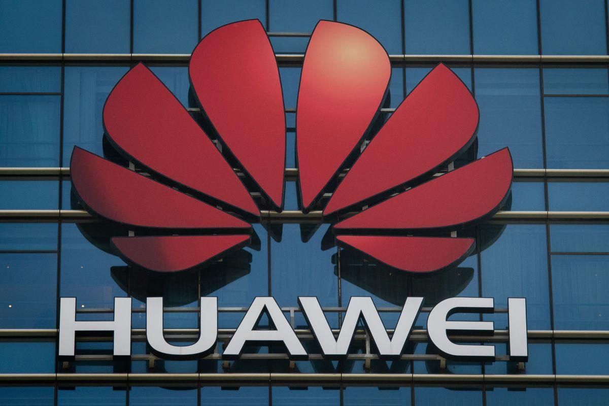 Huawei's revenue for the year grew 3.2% to $ 136.7 billion